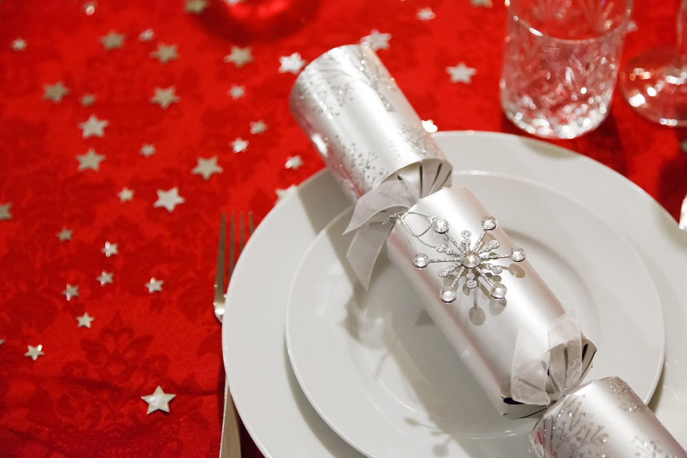 How to decorate the table at Christmas