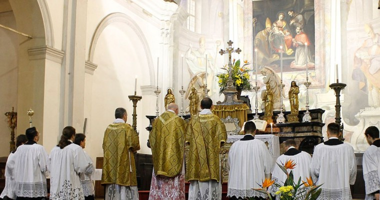 The roles of Altar Servers