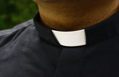 Clergy clothing: the simple elegance of the clergyman