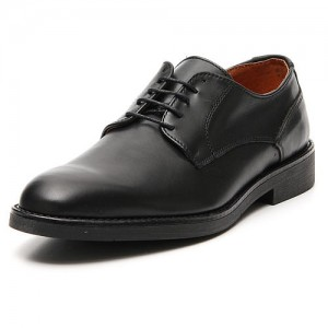 Shoes in opaque real black leather