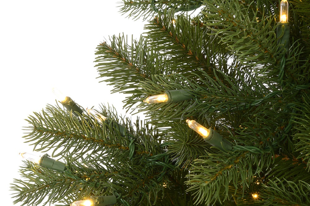 How to place the lights on your Christmas tree